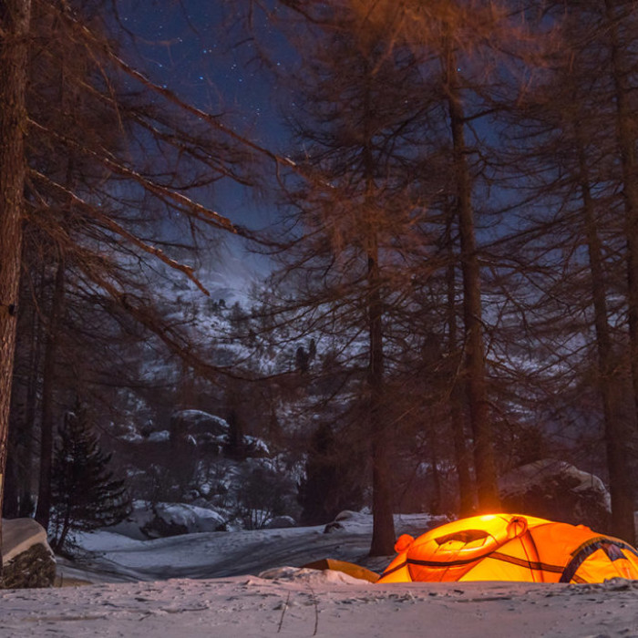 SLEEPING IN A TENT ON THE SNOW