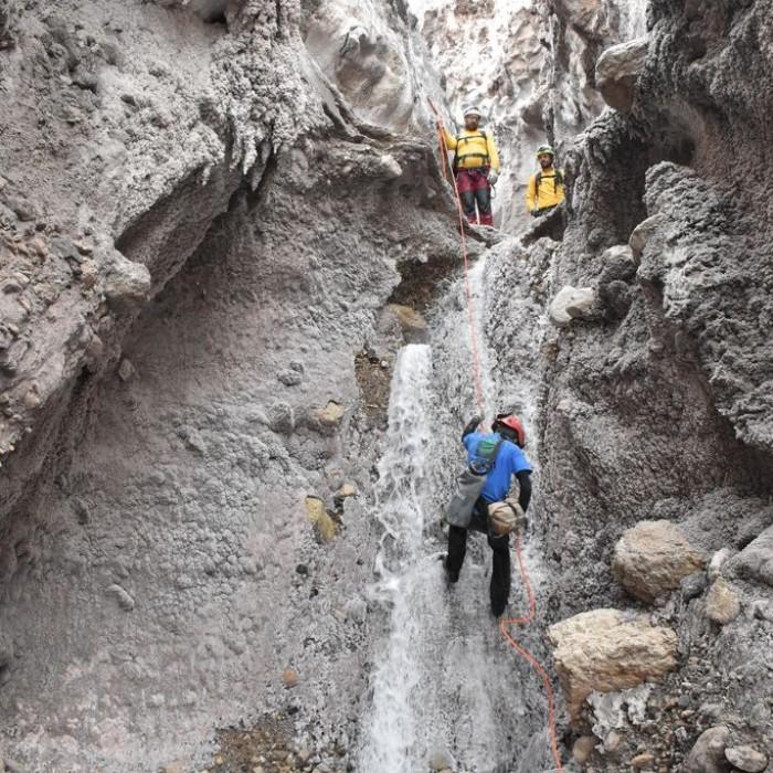 La Venta esplora le Grotte del Sale in Iran